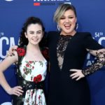 Kelly Clarkson Defends 16 -Year-Old 'Voice' Winner Against Nasty Troll! - Perez Hilton